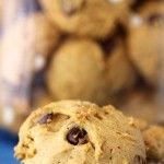 pumpkin chocolate chip cookies // might try these with some mods: gf baking mix, etc. Delicious Cookie Recipes, Yummy Treats, Sweet Recipes, Yummy Food, Pumpkin Chocolate Chip Cookies, Pumpkin Dessert, Holiday Baking, Pumpkin Recipes, Just Desserts