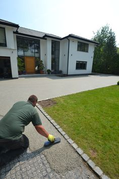 Driveways Cheshire and Garden Design Cheshire, based in Bramhall serving Cheshir. - Driveways Cheshire and Garden Design Cheshire, based in Bramhall serving Cheshire. Garden and drive - Front Garden Ideas Driveway, Driveway Edging, Resin Driveway, Modern Driveway, Stone Driveway, Gravel Driveway, Driveway Entrance, Driveway Landscaping, Backyard Ideas