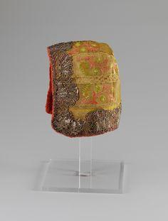 Child's cap, Norway, 1740-1800. Silk brocade, metall lace decoration, orange silk lining.