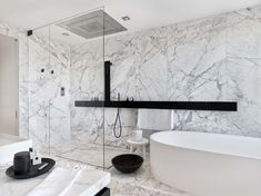 White and gray veins marble bathroom decor – Home Decorating Trends – Homedit - Marble Ideen Marble Bathroom Floor, White Marble Bathrooms, Bathroom Spa, Chic Bathrooms, Bathroom Colors, Bathroom Furniture, Bathroom Interior, 1920s Interior Design, Hgtv Dream Homes