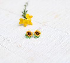 Pettit cuentas de girasol pendientes lindos pendientes | Etsy Beaded Earrings Patterns, Seed Bead Patterns, Beading Patterns, Beaded Crafts, Diy Crafts Jewelry, Perler Bead Art, Perler Beads, Brick Stitch Earrings, Bijoux Diy