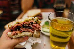 Katz's Delicatessen - Lower East Side, New york - Tudo Qué Bonito! Lower East Side, Restaurants, Nyc, New York, Food, Nice, New York City, Eten, Restaurant
