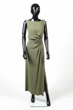 YVES SAINT LAURENT - Robe drapée en crêpe vert sauge et sa ceinture à boucle - début des années 1990