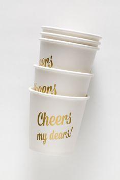 Schauen Sie gut dich, Miss Phantasie Shmancy Party-Gastgeberin, mit Ihrer liebenswert gold Partei-Cups! Verwenden Sie diese für gefrorene Granitas, Schüsse und kleinere Portionen leckere Getränke. Cups sind kleine - sie halten 4 Unzen. Gute Dinge kommen in kleinen Paketen! 12 Tassen pro Satz, für die Schenkung (siehe 2. Foto) verpackt. Diese Tassen wurden von entworfen und hergestellt für Sucre-Shop.