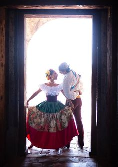 LEYENDA ballet folklorico from Riverside California with this romantic image from Puebla Mexico. Mexican Costume, Mexican Party, Mexican Fashion, Mexican Style, Folklorico Dresses, Ballet Folklorico, Traditional Mexican Dress, Mexican Heritage, Mexico Culture