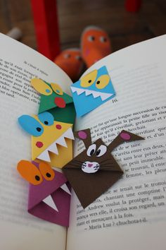 Boogyland&Co: Des marque ta page originaux ! Diy Marque Page, Marque Page Origami, Diy For Kids, Crafts For Kids, Bricolage Halloween, Diy And Crafts, Paper Crafts, Origami Bookmark, Book Markers