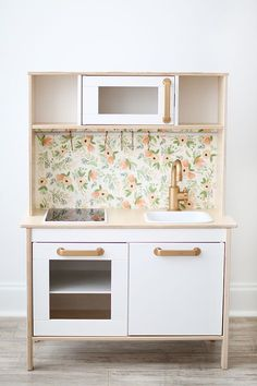 So many of you have asked for little pointers and how to for our IKEA toy kitchen hack. In an effort to inspire as many of you as possible to make your tiny cooks a sweet little custom kitchen of t…ikea kids kitchen duktig makeover childrens kitchen inspired by blog http://www.intrepidbebe.com