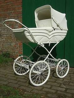 Baby Kind, Pram Stroller, Baby Strollers, Vintage Pram, Prams And Pushchairs, Baby Buggy, Baby Checklist, Retro Baby, Victorian