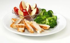 Friendly's Chicken with Broccoli: Tender grilled chicken breast with broccoli and apple slices on the side. Analysis includes water for choice of beverage.