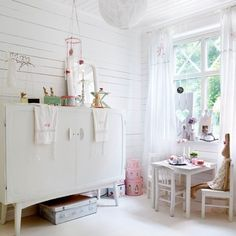 Pienen tytön herttainen huone.