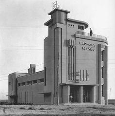 Build A Bunker 468515167486094891 - Art Déco architecture. Architecture Art Nouveau, Concrete Architecture, Modern Architecture Design, Industrial Architecture, Casa Art Deco, Art Deco Home, Fascist Architecture, Estilo Art Deco, Streamline Moderne