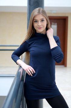 Piękna tunika z kieszeniami z przodu. Wykonana z najlepszych materiałów. Modny design i niepowtarzalny wygląd, doskonałe do licznych stylizacji na każdą okazję. High Neck Dress, Turtle Neck, Sweaters, Dresses, Fashion, Tunic, Turtleneck Dress, Vestidos, Moda
