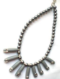 Statement-Kette in grau - ein Designerstück von Modeschmuckstuebchen-Andrea bei DaWanda
