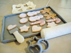 LOVE THIS!!  Just ordered the cookies for our Gingerbread bake shop in Dec. :)Felt Play Food Cookies For Santa Baking by karaskraftykreations, $39.95