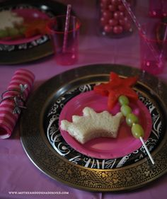 Princess finger foods for a Sleeping Beauty Inspired Princess Pampering Party! AD Princess finger foods for a Sleeping Beauty Inspired Princess Pampering Party! Kids Pamper Party, Spa Party, Disney Princess Birthday Party, 1st Birthday Girls, Birthday Ideas, Happy Birthday, Birthday Parties, Beauty Party Ideas, Aurora Cake