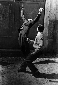 Lisboa, 1957. Photo by Gerard Castello Lopes.
