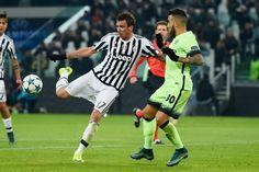 @Juventus Juve perfetta: sorpasso e qualificazione. A decidere la sfida è un gol di Mario Mandžukić, a segno per la seconda volta in stagione contro gli inglesi #9ine