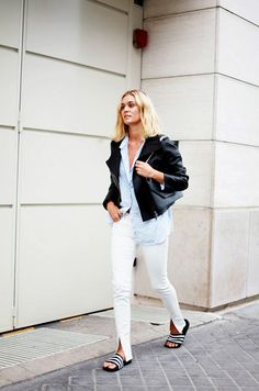 30 Perfect White Jeans Style Ideas For Women - Fashion Outfit Ideas Office Looks, Skinny Jeans Negros, Adidas Slides Outfit, Adidas Sandals, Moda Jeans, Paris Mode, Outfit Trends, Chambray Top, White Pants