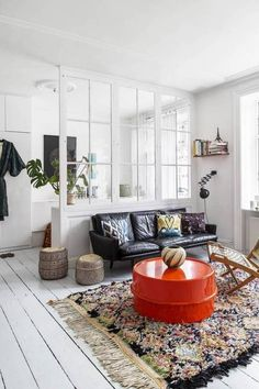 Here are some doable living room decor and interior design tips that will make your home cozy and comfortable for family and friends. Red Interior Design, Interior Design Inspiration, Interior Decorating, Home Living Room, Living Room Decor, Deco Design, Sweet Home, New Homes, House Design