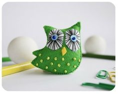 Great Detail on the eyes of this Felt Owl from Etsy by chicgeekchick