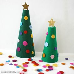 Christmas Activities for Kids: Decorate the Felt Christmas Tree (Great way to encourage fine motor practice and creativity!)~ BuggyandBuddy.com