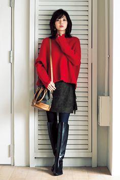 Aizawa Rina on DAILY MORE / 赤ニット×ミニスカの女っぽコーデ。ロングブーツでさらに美人度UP! | DAILY MORE