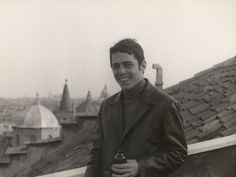 Chico Buarque durante o exílio em Roma em 1969