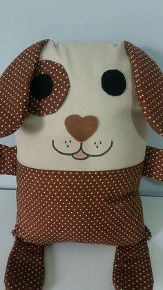 """Almofada em tecido,enchimento acrílico,manta acrílica, Tema """"cachorrinho"""". A criança vai amar! dormir com esse simpático cachorrinho! Owl Quilt Pattern, Quilt Patterns, Fabric Crafts, Sewing Crafts, Sewing Projects, Baby Knitting Patterns, Pillow Pals, Cushion Cover Designs, Sewing Dolls"""
