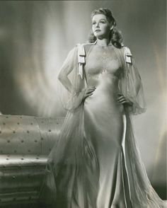 Glamour old Hollywood style Ann Sheridan Hollywood Vintage, Hollywood Fashion, Old Hollywood Glamour, Golden Age Of Hollywood, Hollywood Stars, Hollywood Actresses, Classic Hollywood, Actors & Actresses, Hollywood Lingerie