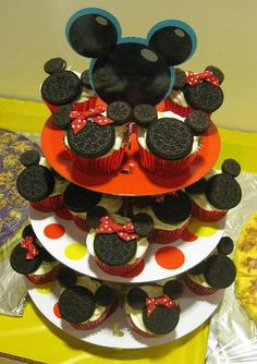 Disney Mickey Minnie Mouse Oreo Cupcake - did this for my son's b-day and they were yummy. The Oreo cookie was so soft it melted in your mouth. Mickey Cupcakes, Oreo Cupcakes, Cute Cupcakes, Cupcake Cakes, Cupcake Ideas, Cup Cakes, Birthday Cupcakes, Party Cupcakes, Oreo Cookies