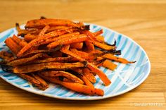 Baked Carrot Fries with Rosemary come out perfectly crispy and make the most delicious veggie fries! Serve with your favorite dipping sauce for a side dish the whole family will love. Turnip Fries, Carrot Fries, Healthy Fries, Veggie Fries, Healthy Eats, Healthy Cooking, Healthy Snacks, Healthy Recipes, Honey Roasted Carrots