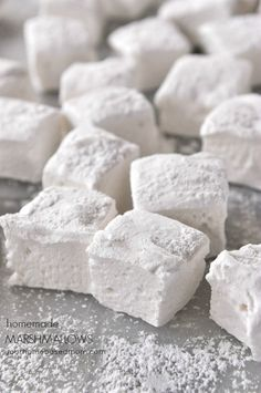 How to Make Homemade Marshmallows - perfect to use for making S'mores this summer!!