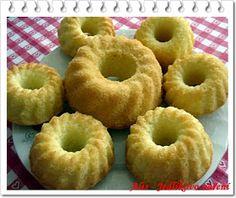 Jedlíkovo vaření: Mini bábovičky Doughnut, Desserts, Food, Tailgate Desserts, Meal, Dessert, Eten, Meals, Deserts