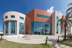 CENTRE INTERNATIONAL CARTHAGE MÉDICAL (TÚNEZ): fachada ventilada cerámica de Favemanc en Túnez