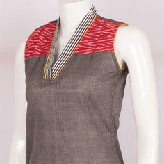Hand Crafted Black Sleeveless Cotton Kurta With Ikat Block Prints & Collar V Neck 10013534 - AVISHYA.COM
