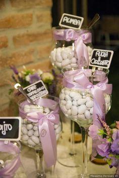 Confetti di nozze e tavolo della confettata #matrimonio #nozze #sposi #sposa #confettata #confetti #bomboniere #tradizione #wedding #ricevimento