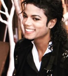 See Michael Jackson pictures, photo shoots, and listen online to the latest music. Michael Jackson Tattoo, Photos Of Michael Jackson, Michael Jackson Bad Era, Mike Jackson, Paris Jackson, Beautiful Smile, Most Beautiful, Mj Kids, World Music Awards