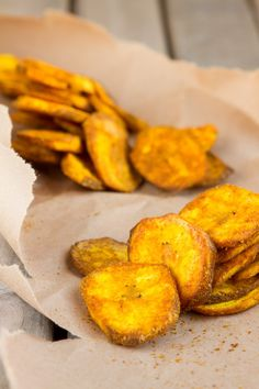Turmeric Plantain Chips | Healthful Pursuit #paleo #grainfree #vegan