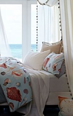 Luxurious resort influences are evidenced throughout the Miramar Duvet Cover. Natural weave textures and seashell-patterned linen fabric welcome an ambience of seaside living.