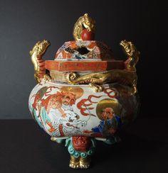 KUTANI KORO Porcelain Incense burner Dragons, Japanese Porcelain, Beautiful Places In The World, Incense Burner, Bonsai, Cherry Blossom, Tea Pots, Oriental, Sculptures