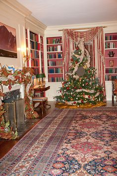 Christmas Tree in the Library @The White House