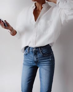 White shirt / Street style fashion / Fashion week / outfits style summer teenage frauen sommer for teens outfits Mode Outfits, Casual Outfits, Women's Casual, Converse Outfits, Fall Outfits, Casual Fall, Look Fashion, Womens Fashion, Fall Fashion