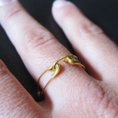 I'm still obsessed with safety pins! Make this DIY ring in 2 minutes with easy steps