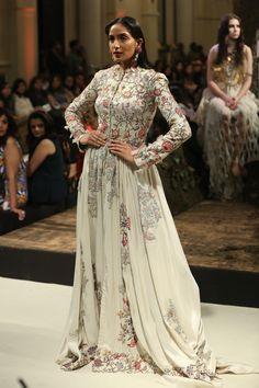 Indian Fashion - Anamika Khanna - India Couture Week 2016