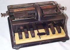An early braille typewriter created by the Munson company. Underwood Typewriter, Braille, Writing Machine, Antique Typewriter, Curiosity Shop, Historical Artifacts, Old Tools, Vintage Typewriters, Writing