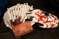 Sangre hecha con sirope de fresa y chocolate