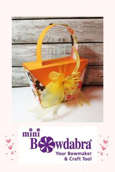 paper purse gift package is a fun idea - you should try this today #bowdabra #abrabowdabra Diy Mother's Day Crafts, Mothers Day Crafts, Diy Craft Projects, Crafts To Make, Paper Crafts, Craft Making, Making Tools, Christmas Purse, Bow Making Tutorials