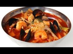 Mixed-up noodles, meat, seafood, and vegetables soup / 짬뽕 / Jjamppong (or jampong, jjampong, champong, jjambbong)    (http://www.maangchi.com/recipe/jjamppong)