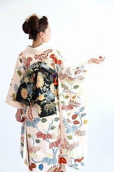 Traditional Japanese Kimono, Traditional Dresses, Yukata, Kabuki Costume, Kimono Design, Japanese Costume, Wedding Kimono, Japanese Outfits, Japan Fashion