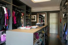 Another *fabulous* closet.   via Desire to Inspire  http://met.al/ipj